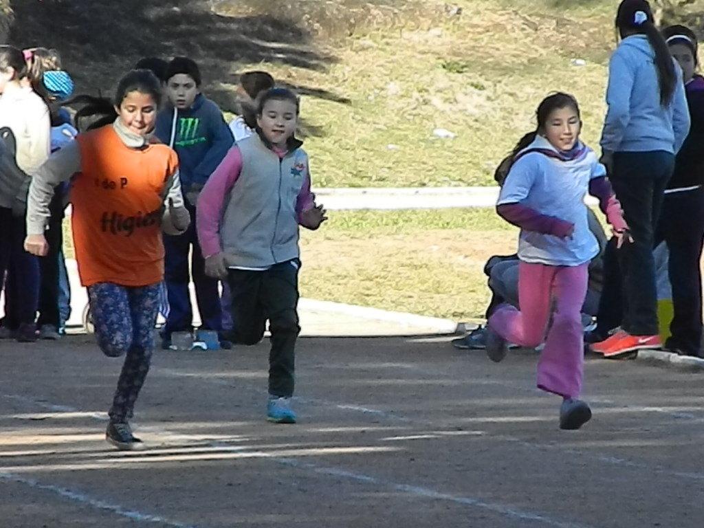 8vo encuentro de atletismo escolar for Ceip llamados